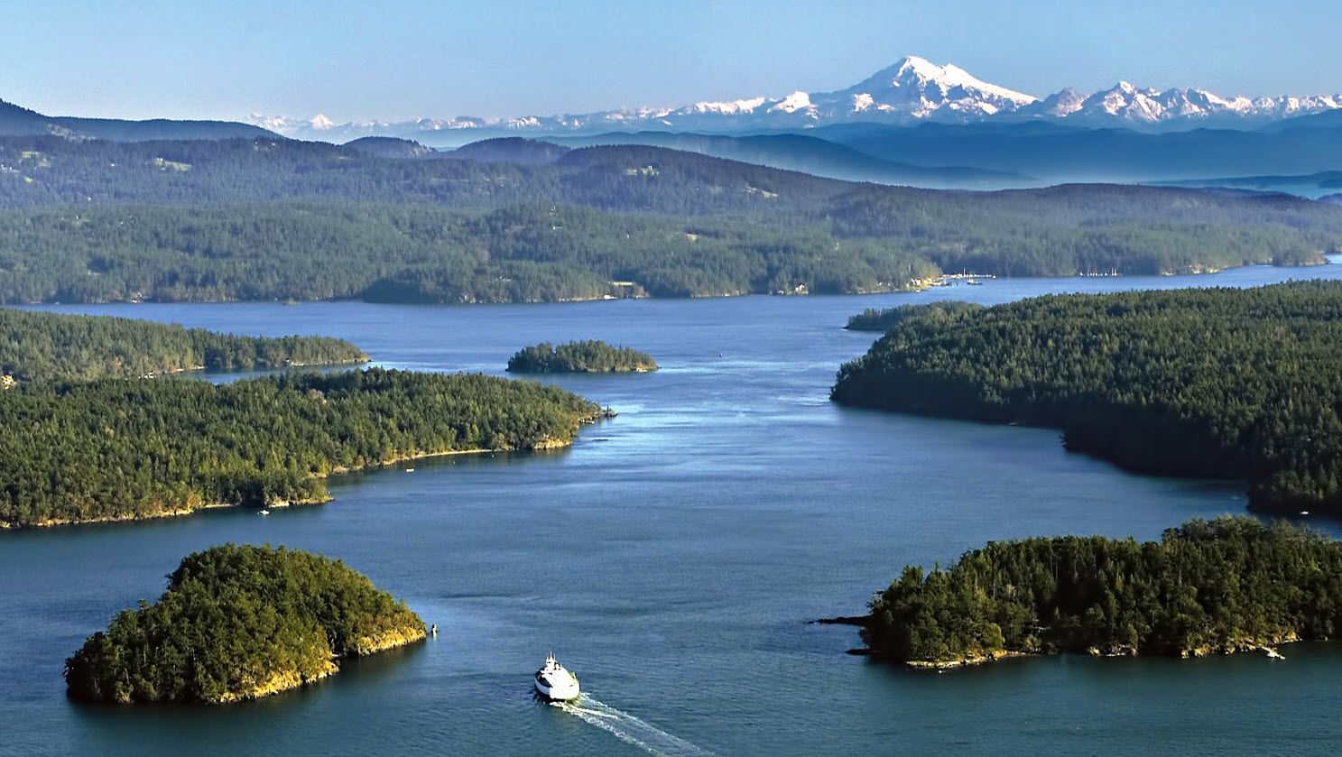cruising the san juan islands on a yacht