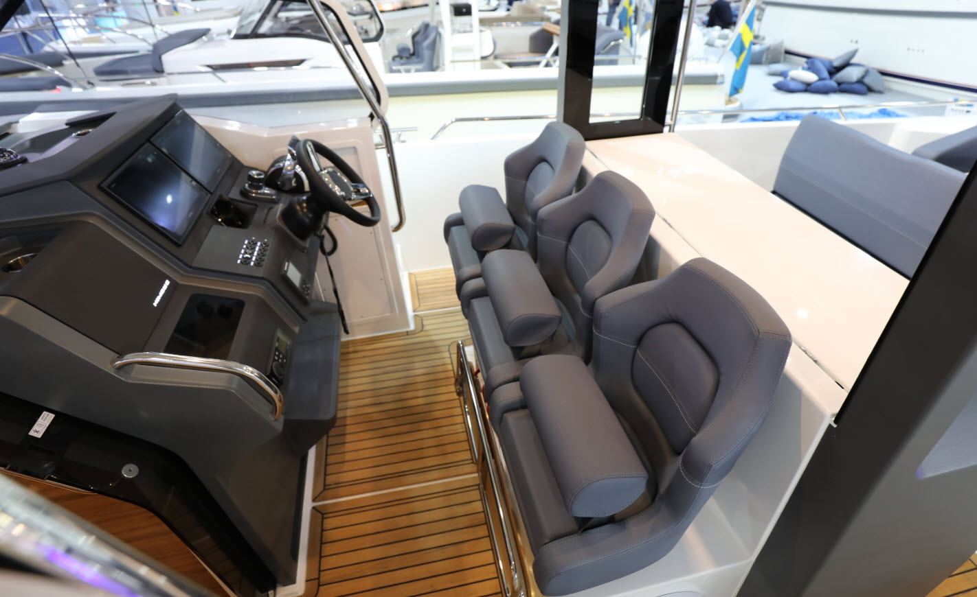 Nimbus T11 Helm Seating