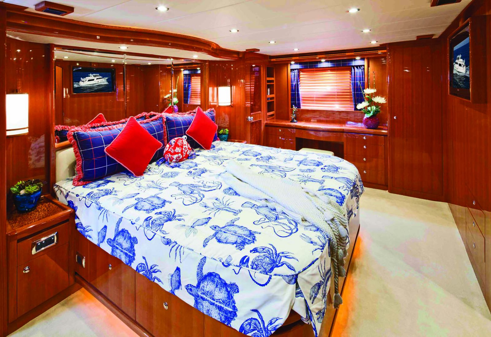 Master Suite on the Hampton Endurance 680