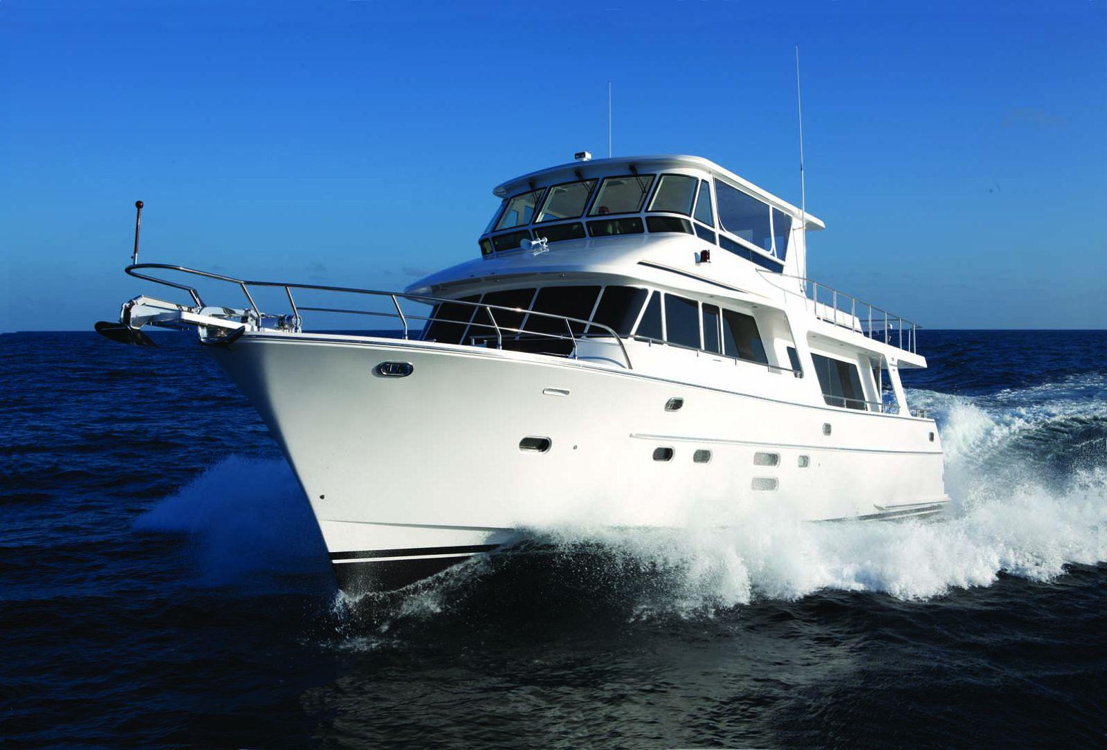 Endurance 680 yacht cruising
