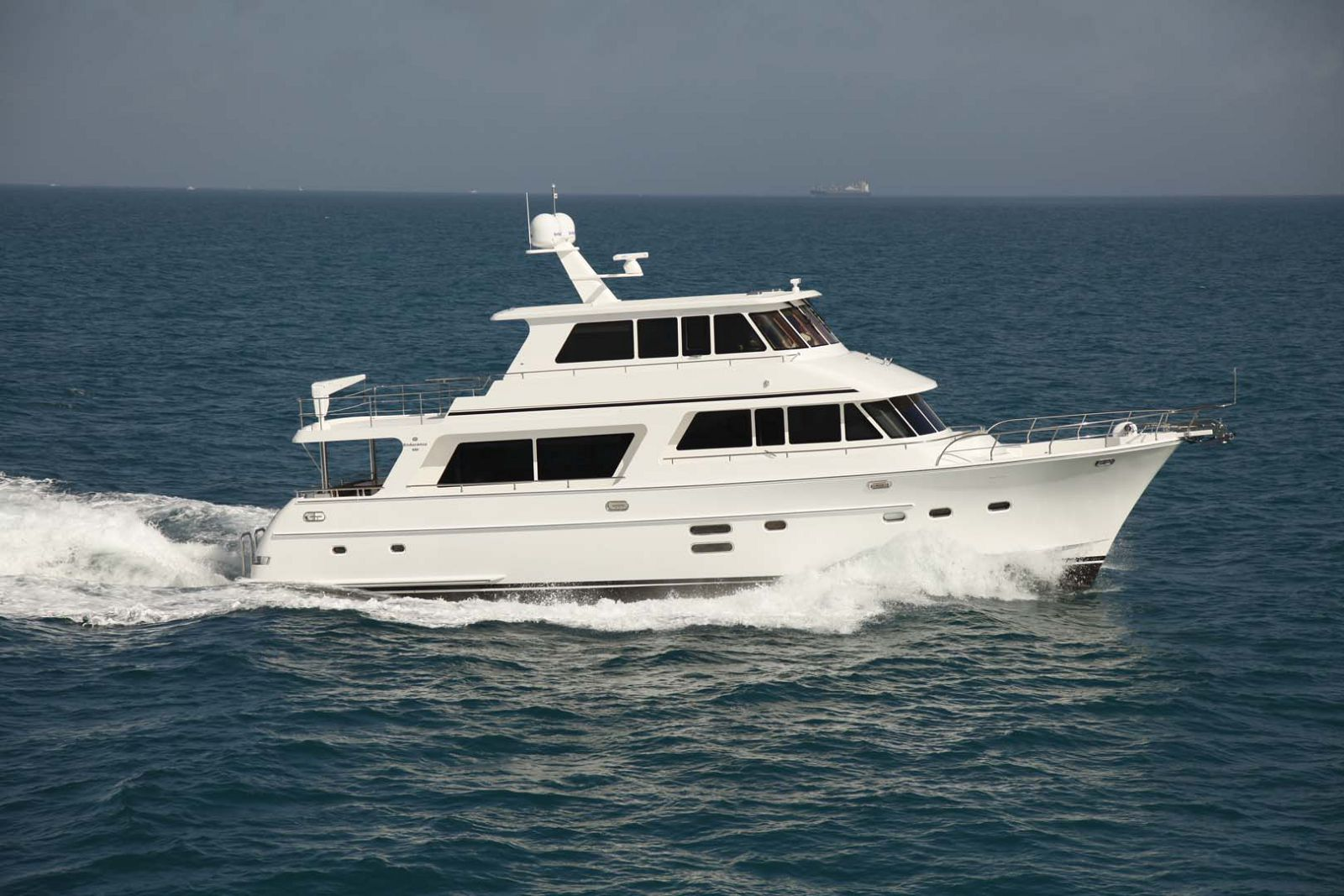 hampton endurance 680 skylounge yacht for sale