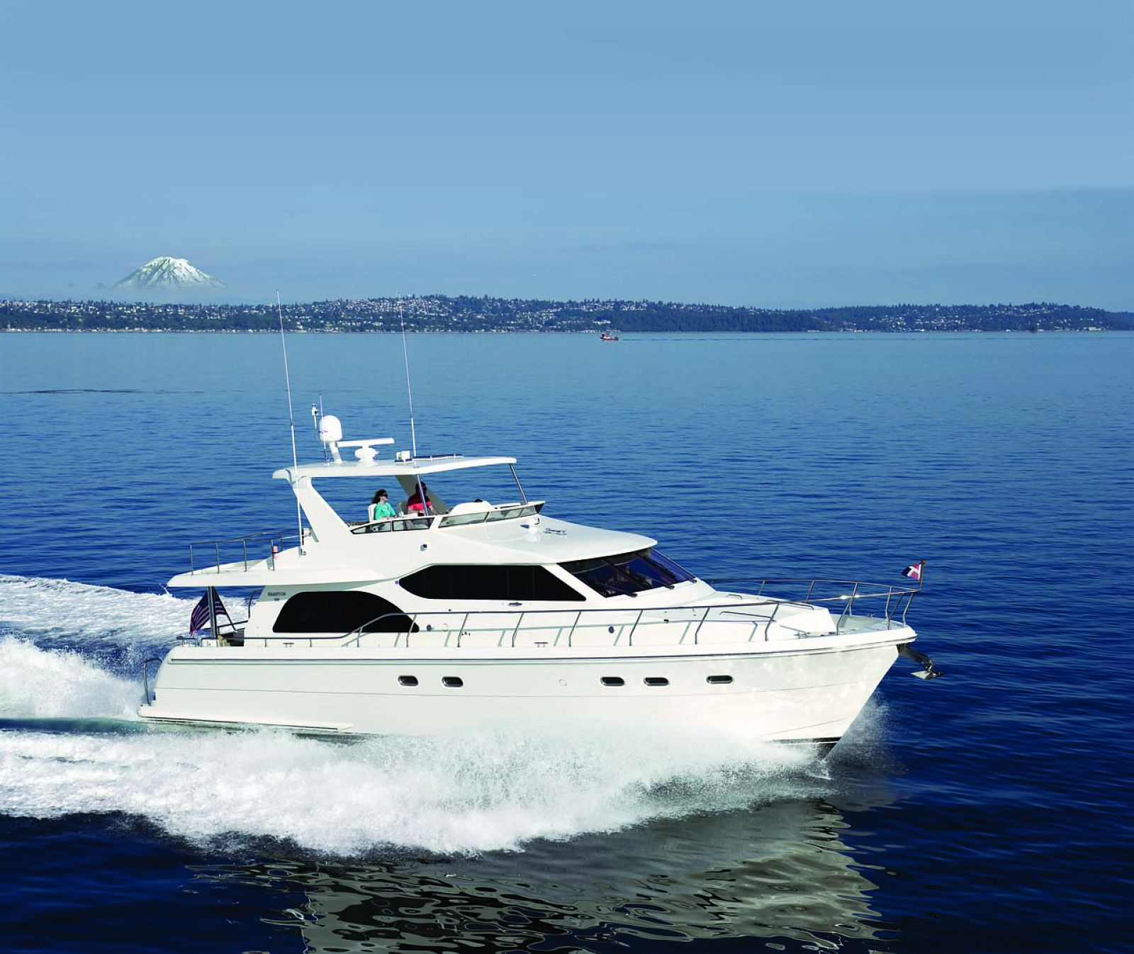 Hampton 590 Motor Yacht Cruising