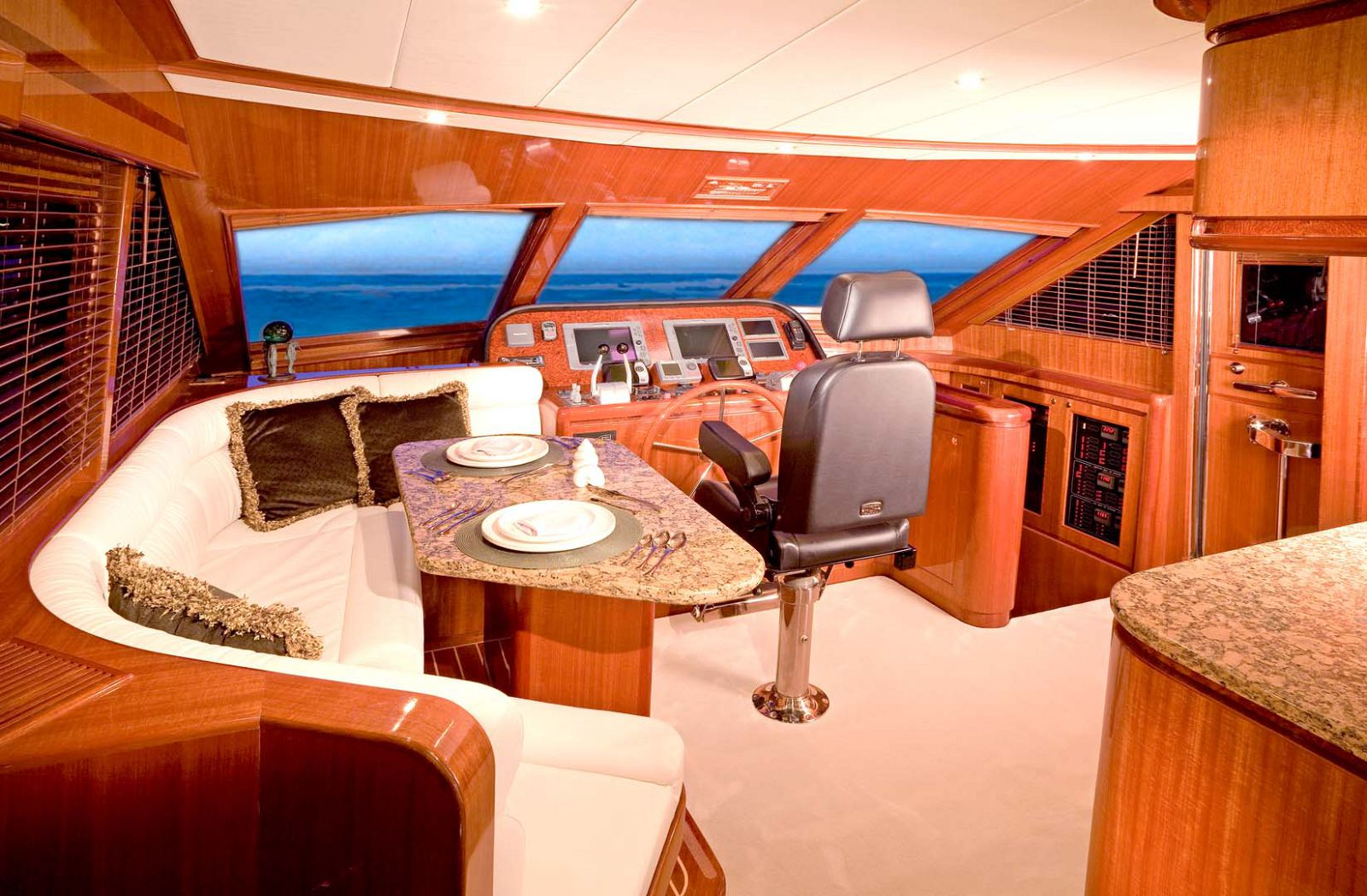 helm on hampton 590 motor yacht