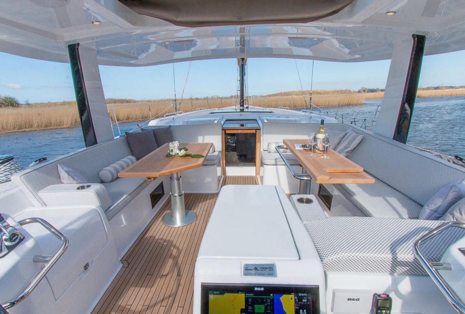 Main deck living on the Hanse