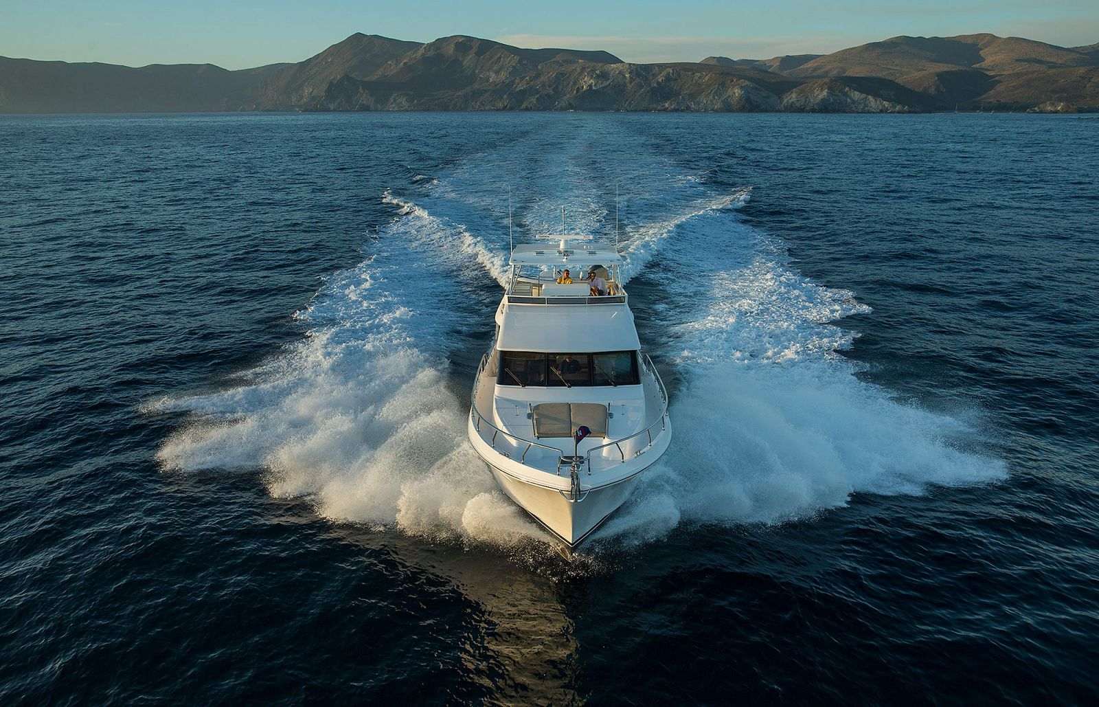 Bow View - Hampton Yachts 650