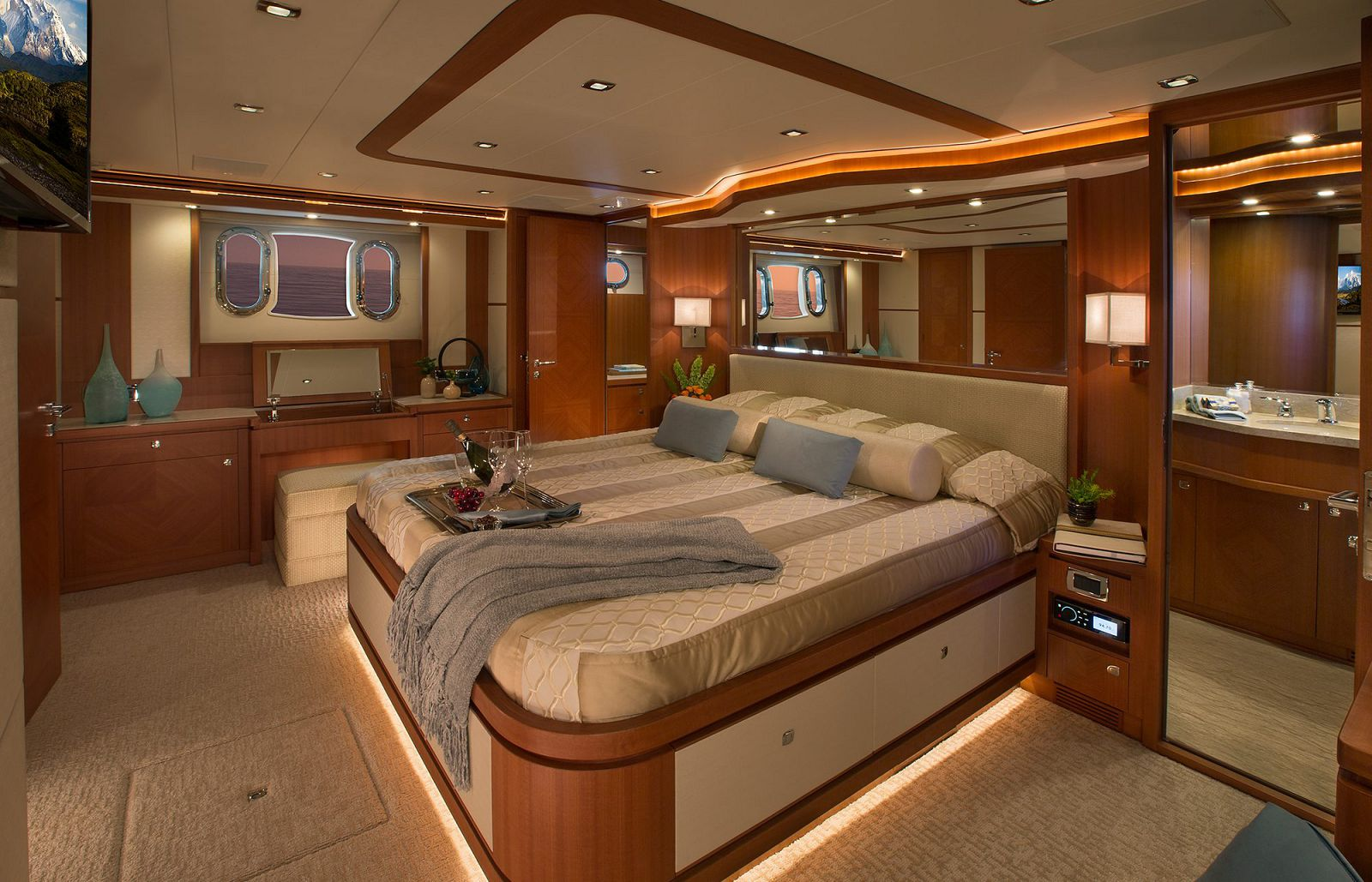 Master Stateroom - Hampton 650