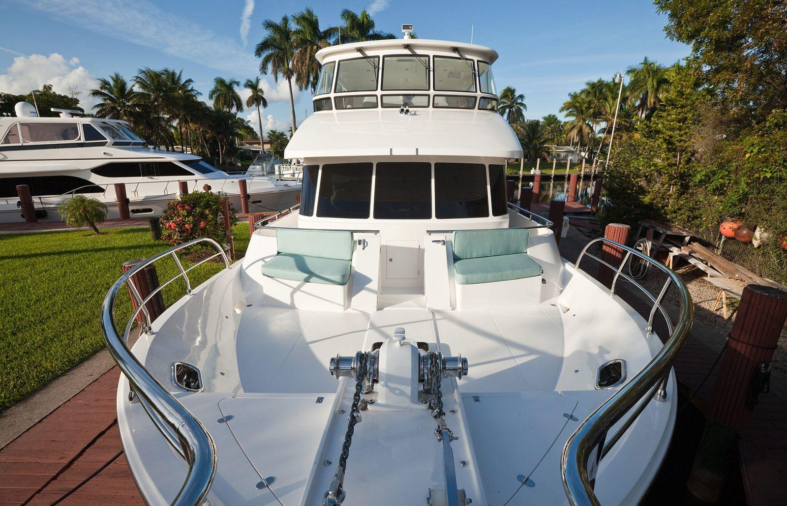 Bow Seating - Endurance Yachts 600