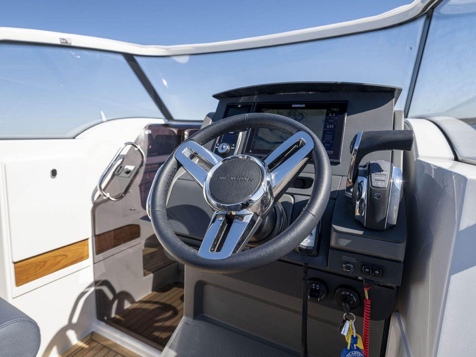 steering wheel on Nimbus T8