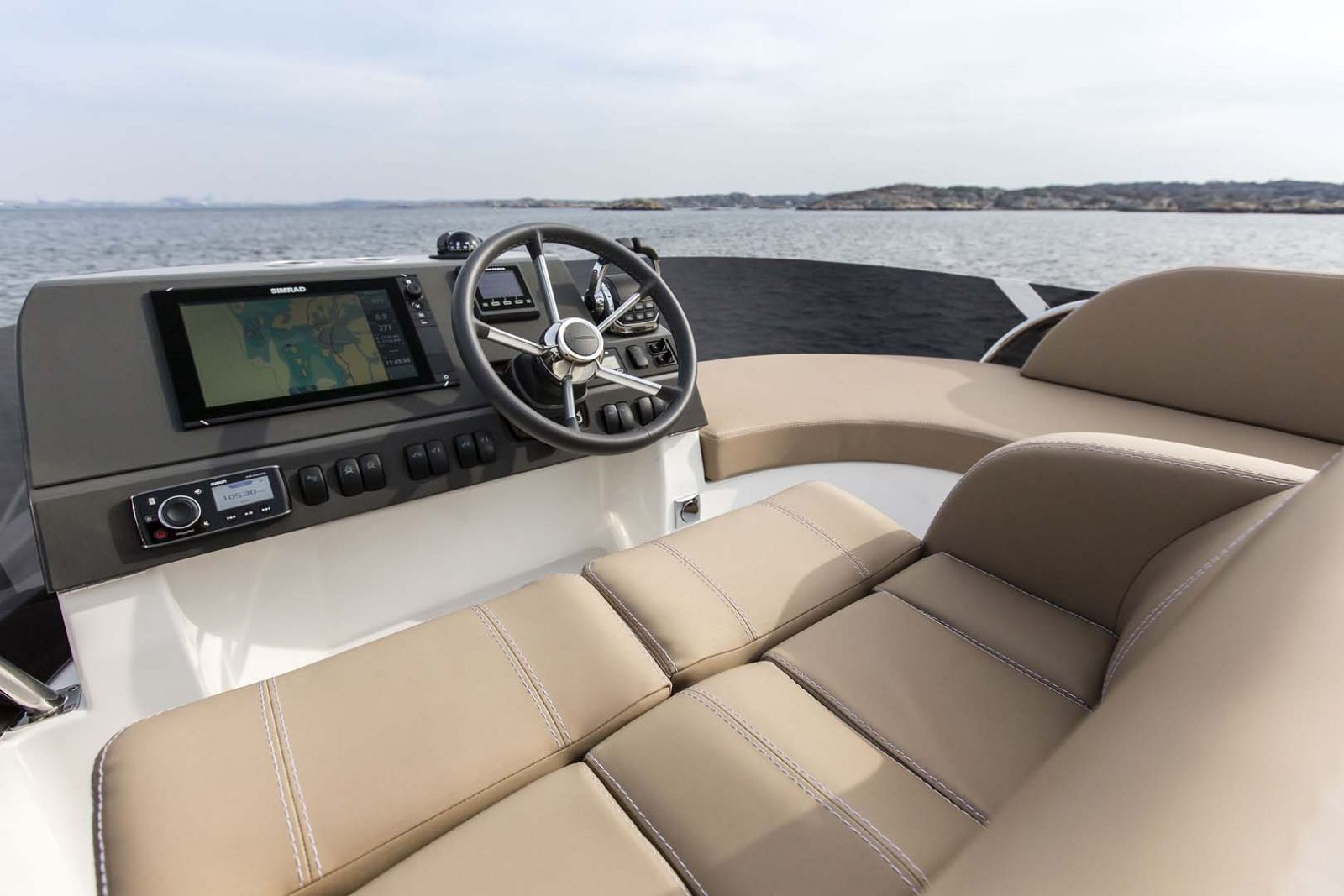 Nimbus-Boats-405-Flybridge-helm-seat