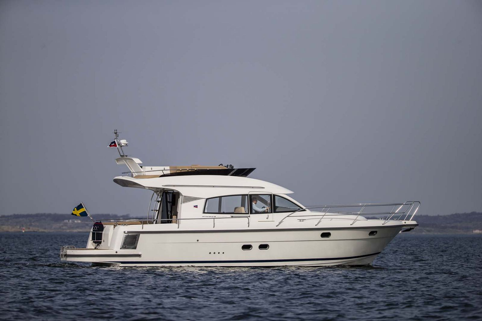 Nimbus-Boats-405-Flybridge-Main