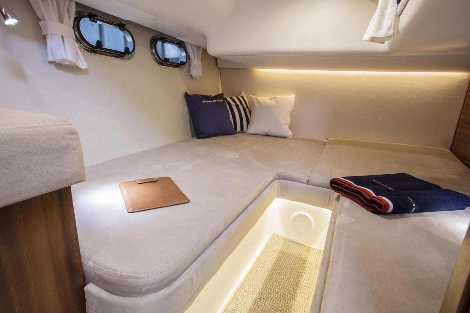Nimbus-Boats-405-Coupe-stateroom-2