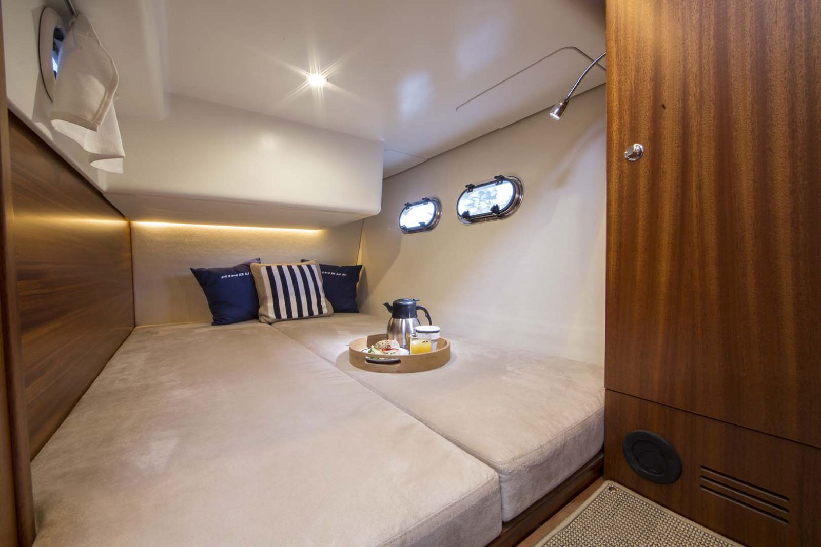 Nimbus-Boats-405-Coupe-stateroom-3