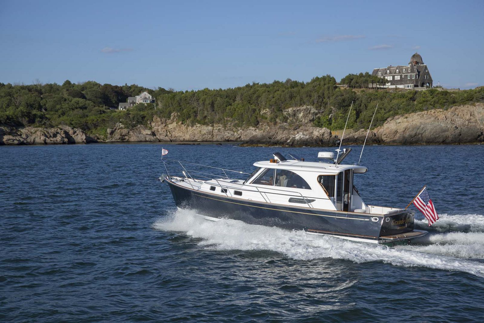 Legacy-Yachts-36-Downeast-running-4