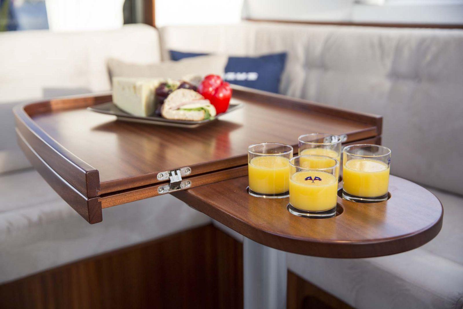 Nimbus-Boats-405-Coupe-table