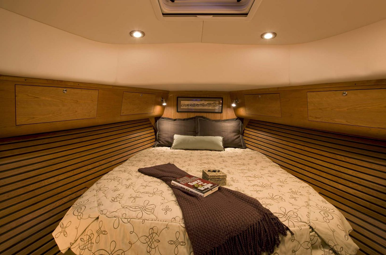 Legacy-Yachts-42-Downeast-stateroom