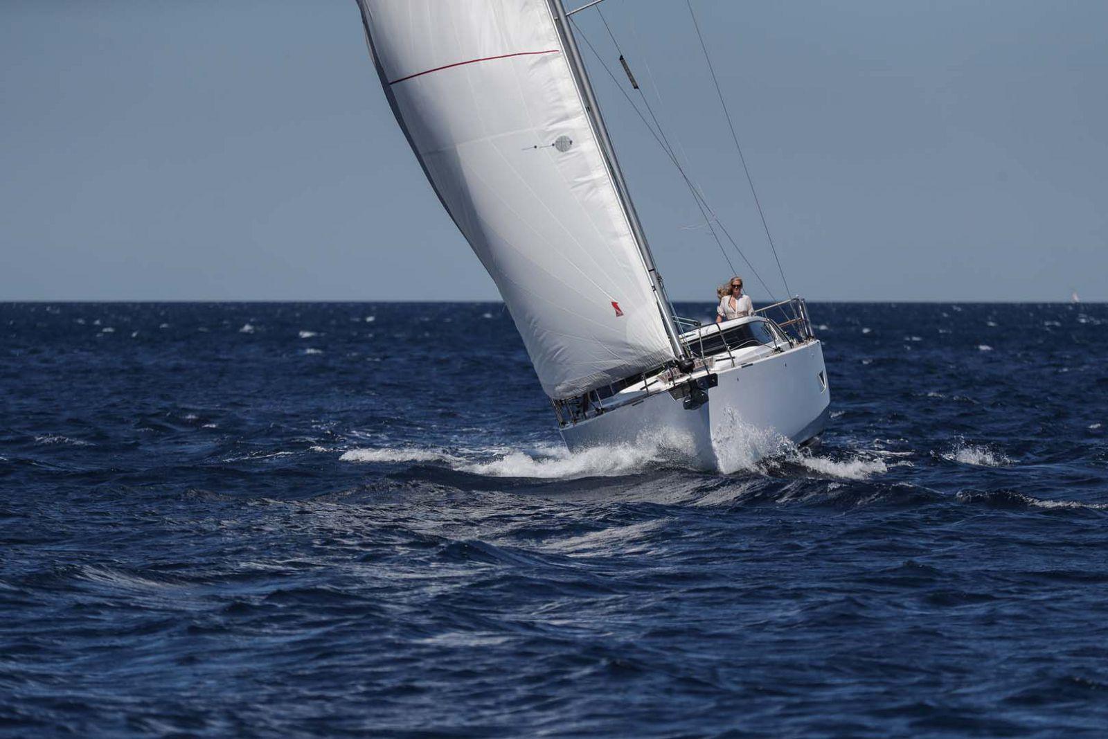 Elan-Yachts-GT5-Sailboat-Running