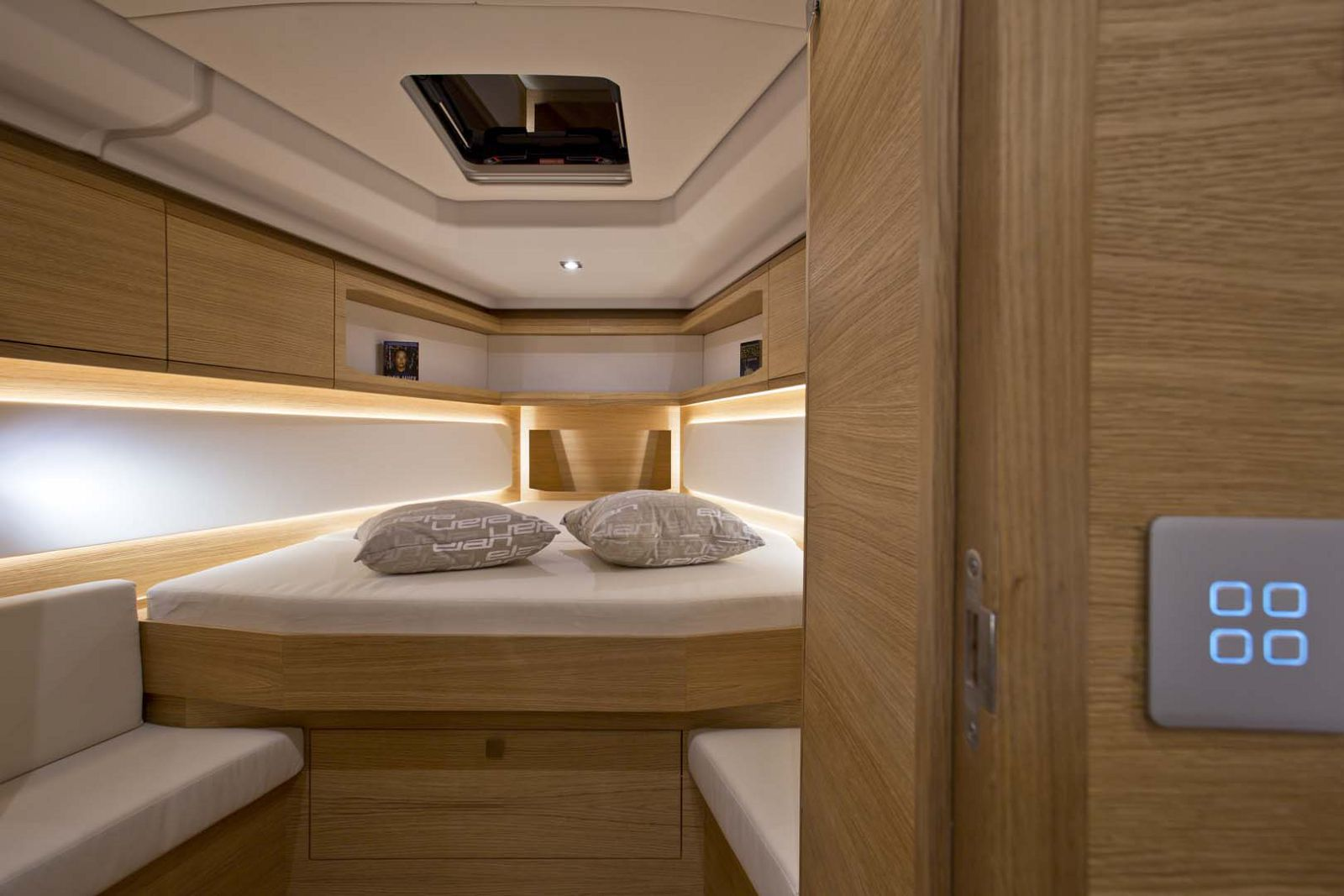 Elan-Yachts-GT5-Sailboat-stateroom