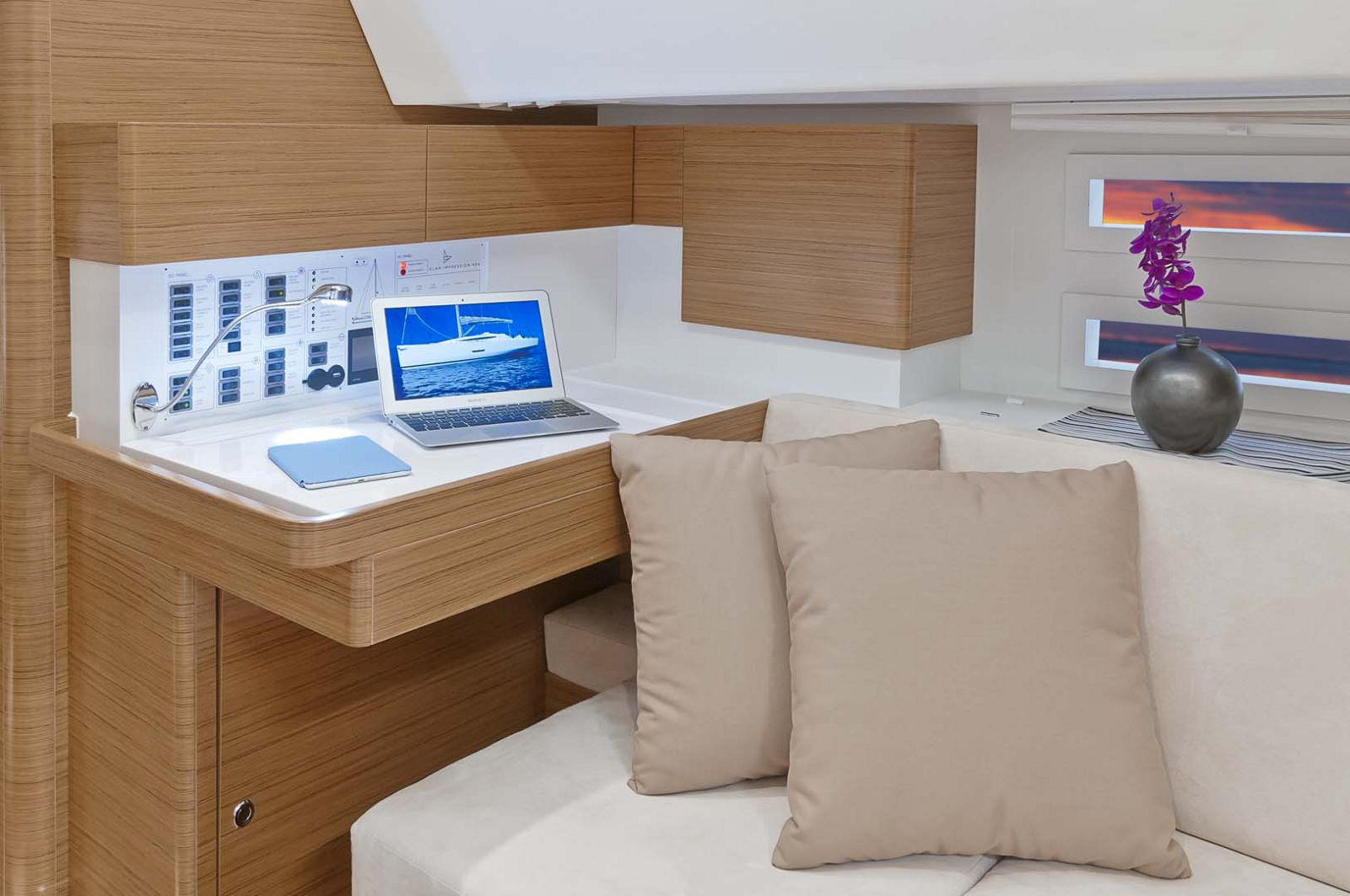 Elan-Yachts-Impression-50-Desk