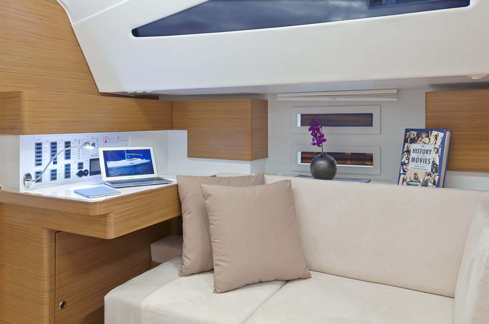 Elan-Yachts-Impression-50-computer-desk