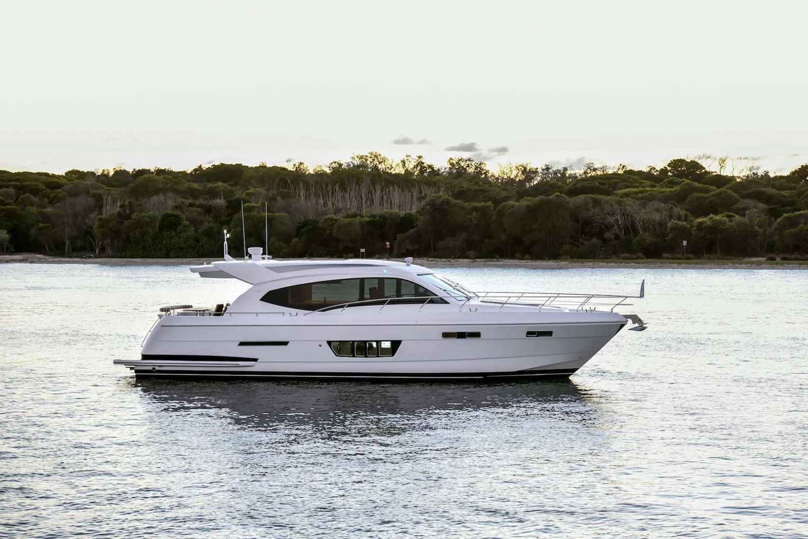 Whitehaven-6000-Coupe-Yacht-Profile