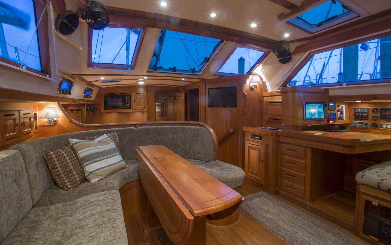 Tartan-Yachts-4700-Sailboat-salon