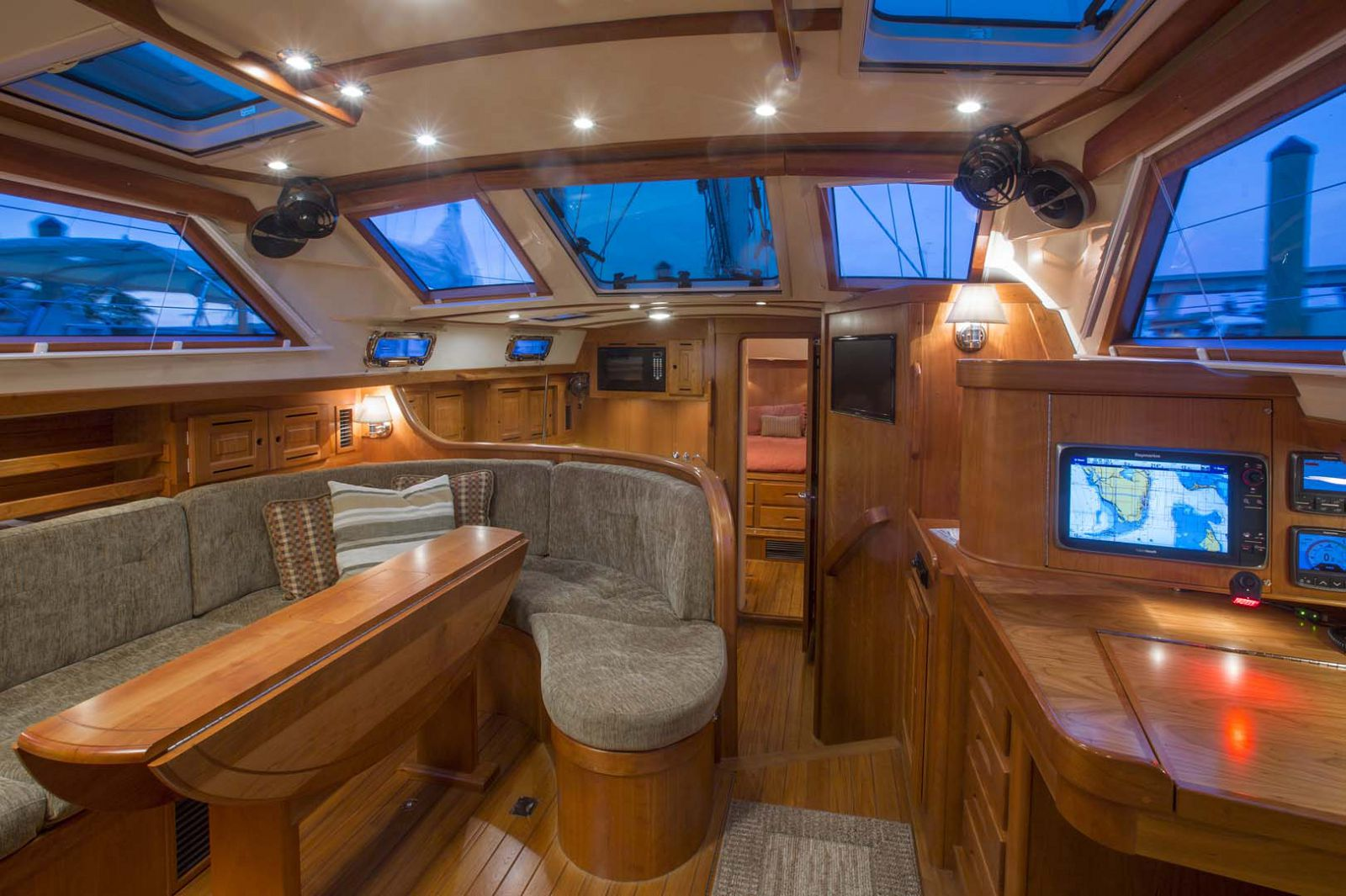 Tartan-Yachts-4700-Sailboat-interior