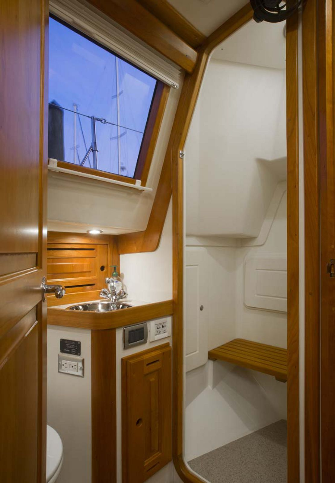 Tartan-Yachts-4700-Sailboat-interior-2