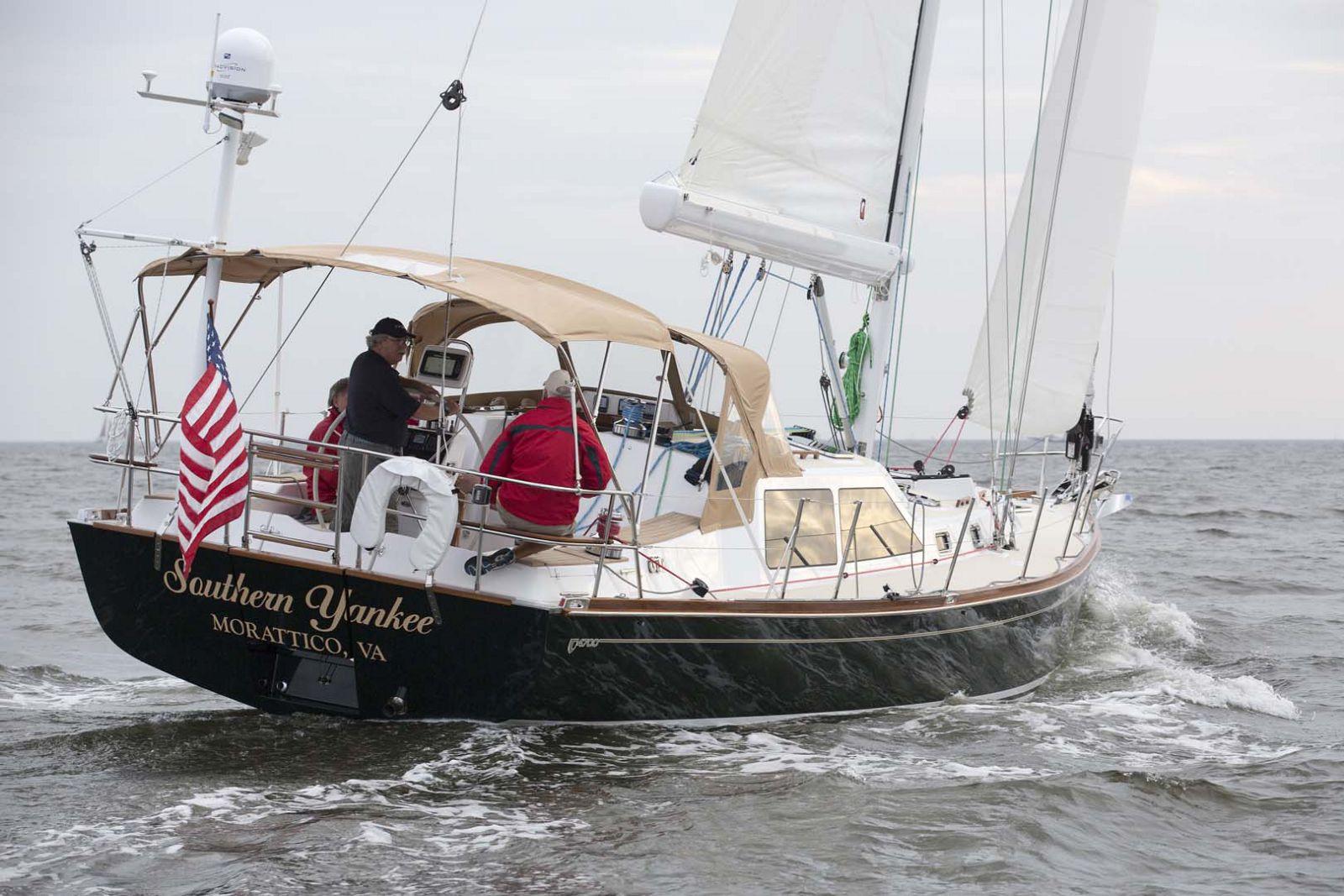 Tartan-Yachts-4700-Sailboat-Transom