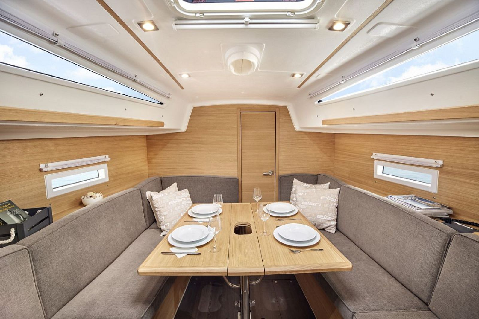 Elan-Yachts-E4-Sailboat-Dining