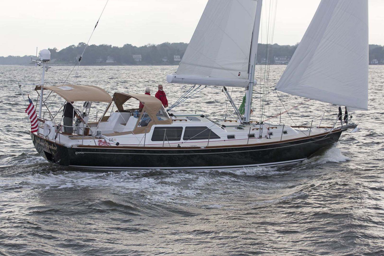 Tartan-Yachts-4700-Sailing