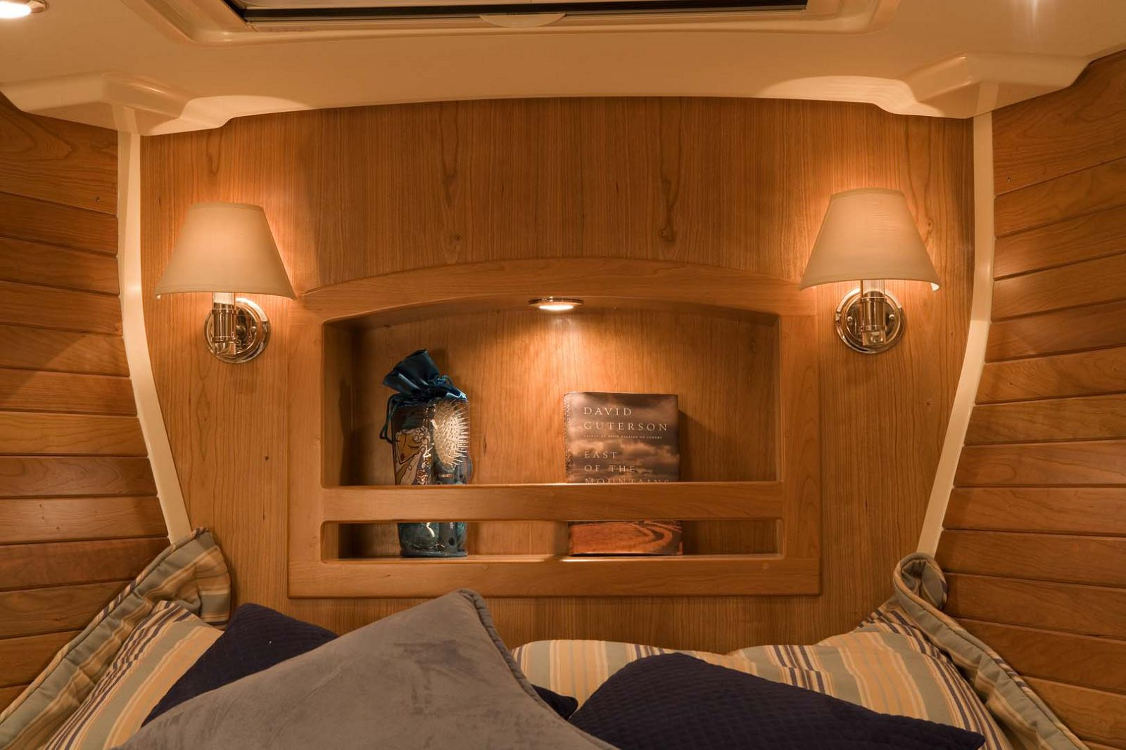 Tartan-Yachts-4300-Sailboat-interior-3
