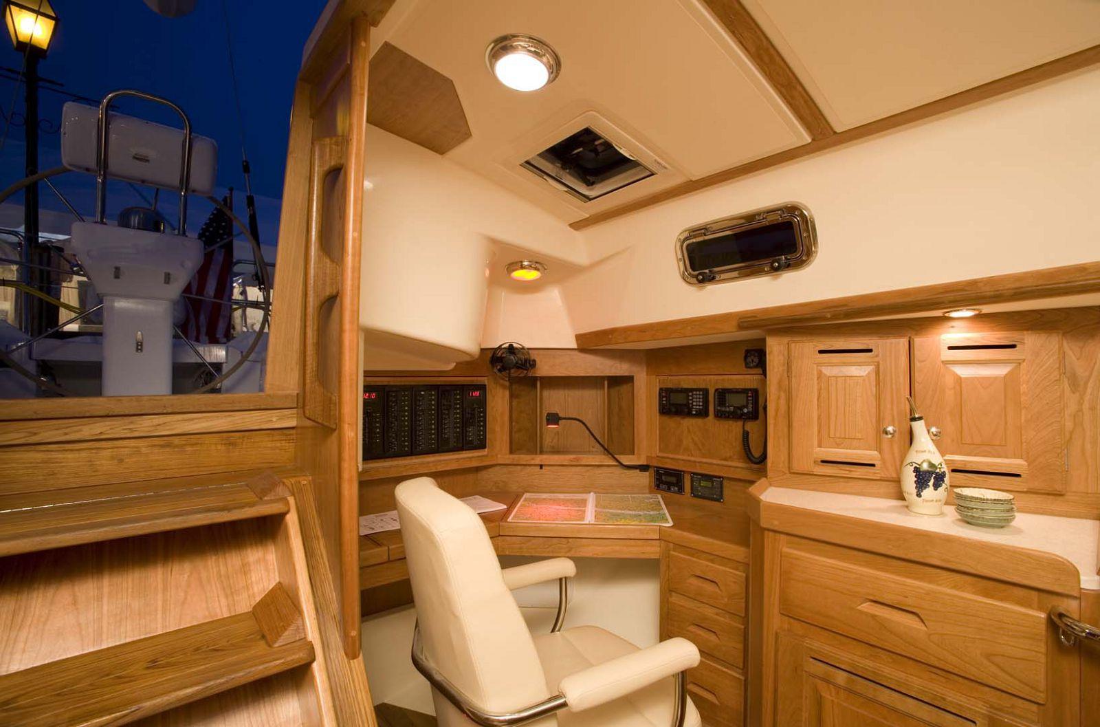 Tartan-Yachts-4300-Sailboat-stateroom-3