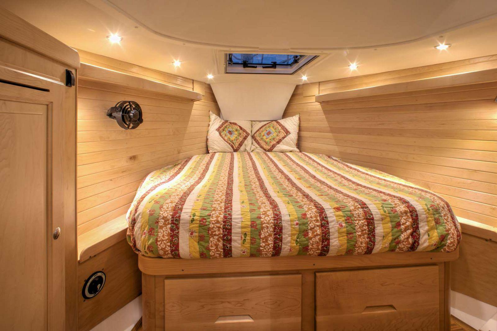 Tartan-Yachts-395-Sailboat-stateroom-2