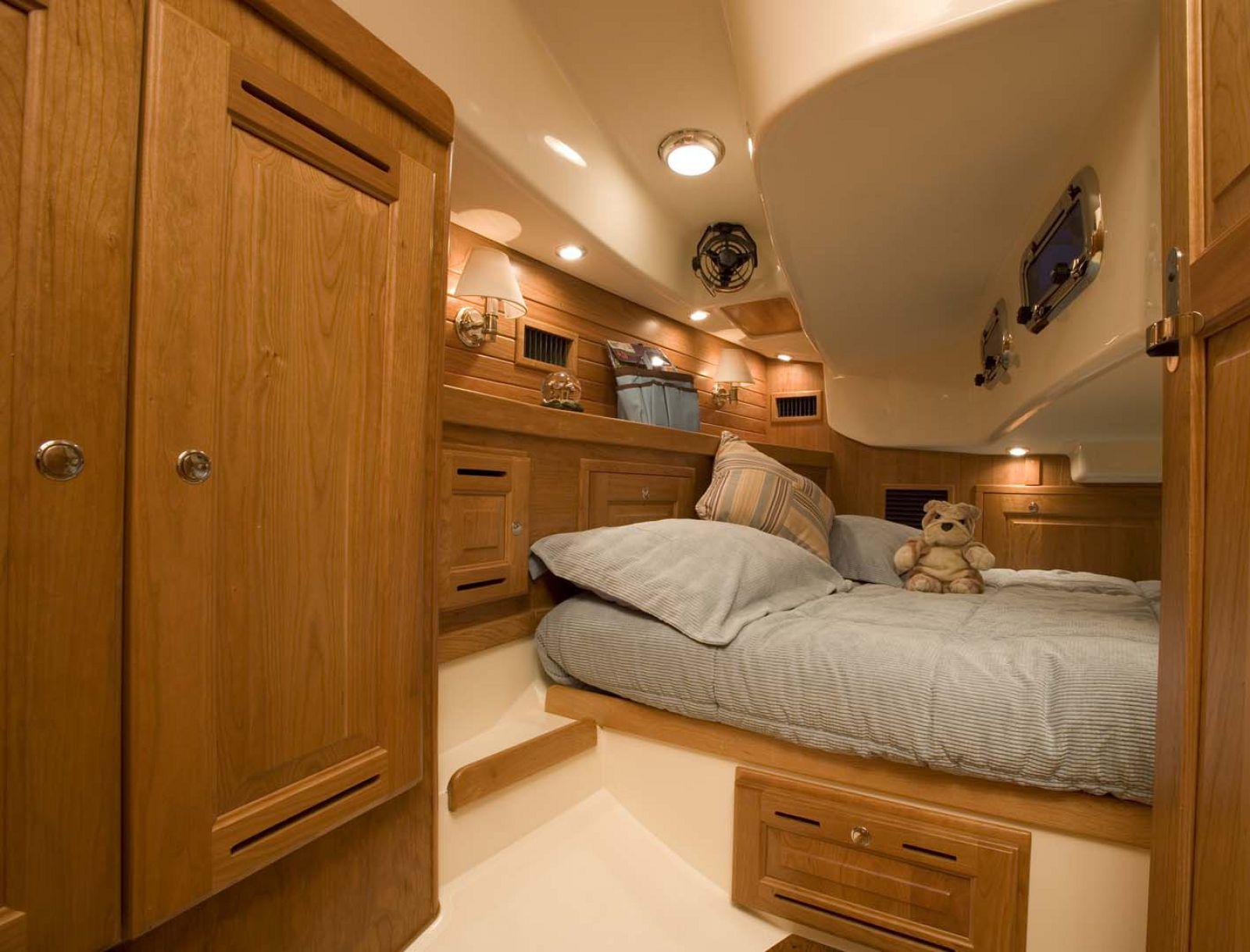 Tartan-Yachts-4300-Sailboat-stateroom-2