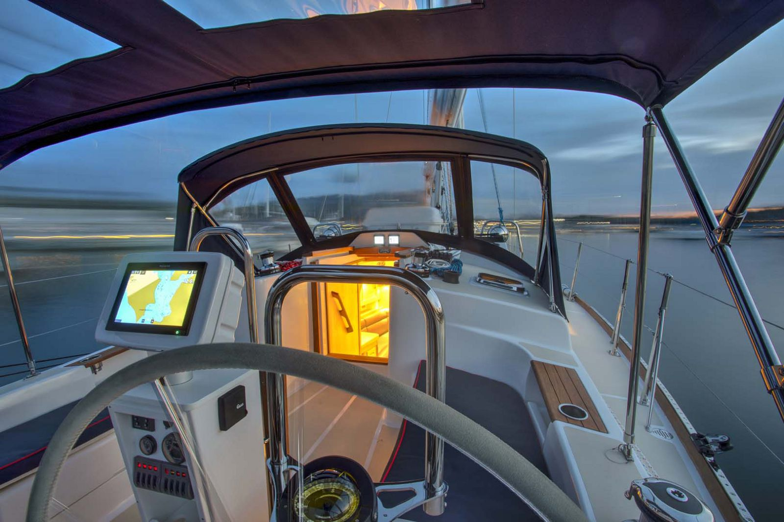 Tartan-Yachts-395-Sailboat-controls