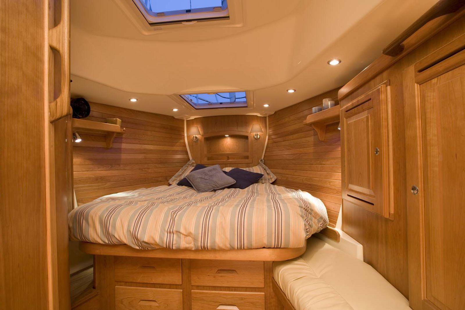 Tartan-Yachts-4300-Sailboat-stateroom