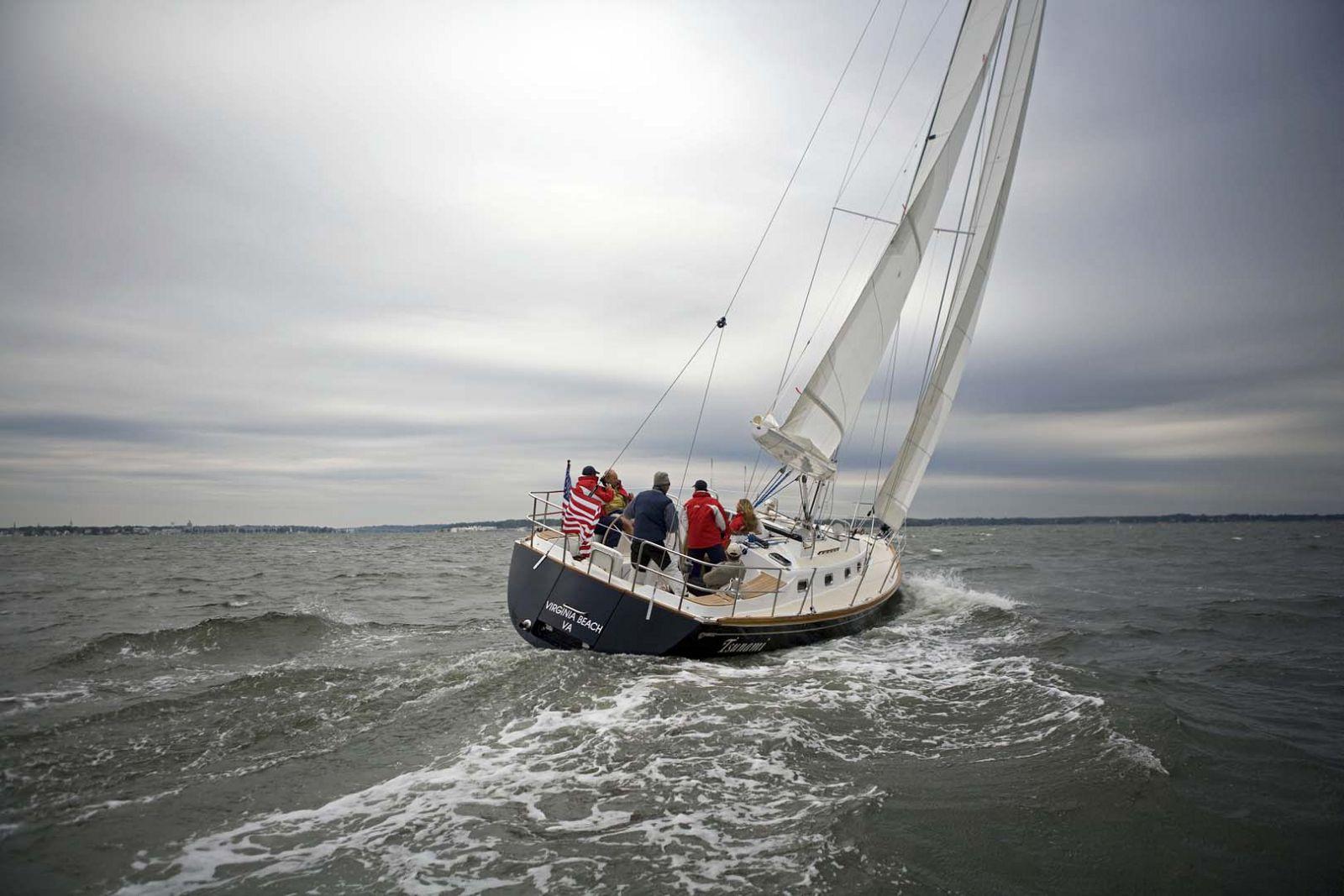 Tartan-Yachts-4300-Sailboat-transom