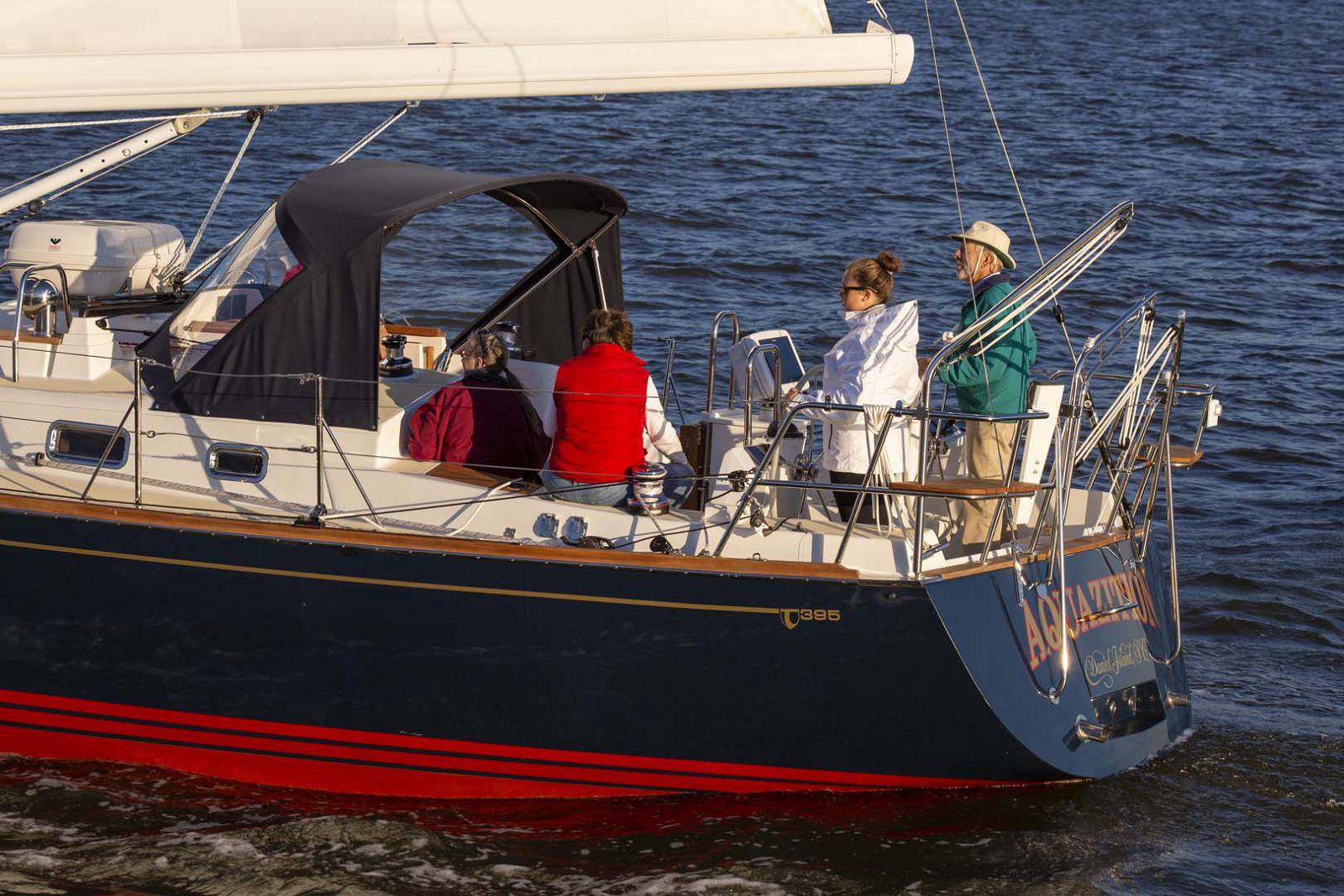 Tartan-Yachts-395-Sailboat-Transom