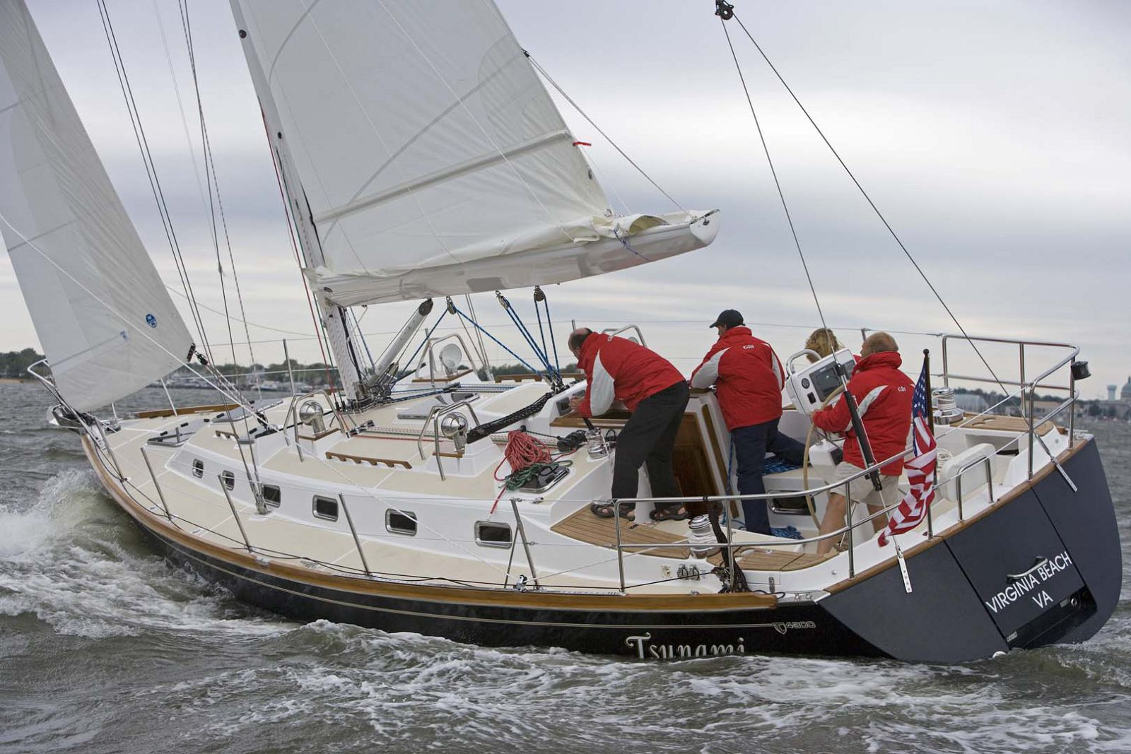 Tartan-Yachts-4300-Sailboat-sailing-team