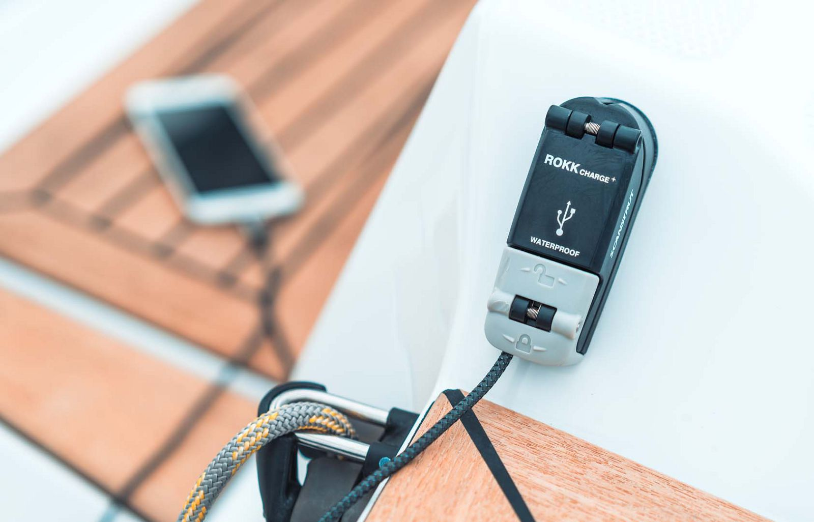 Elan-Yachts-E3-Sailboat-controls