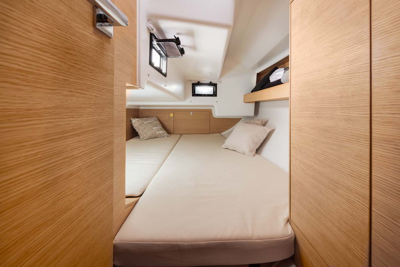 Elan-Yachts-E3-Sailboat-guest-stateroom