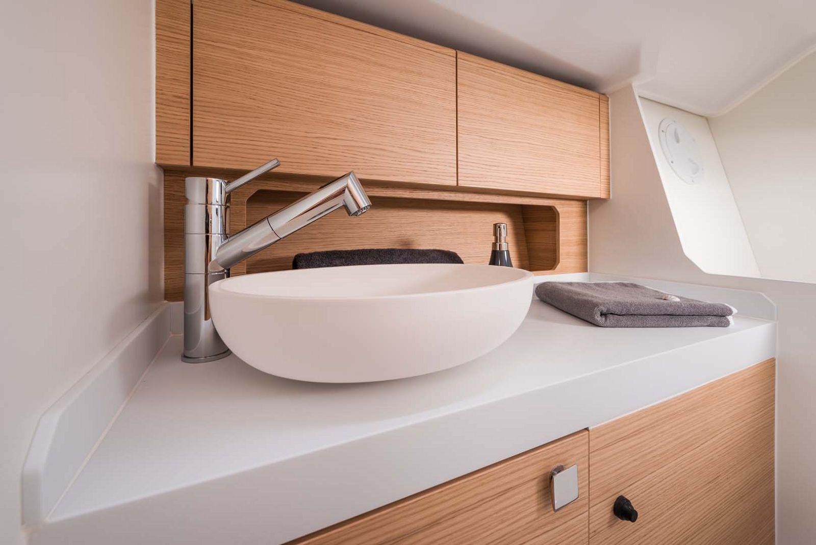Elan-Yachts-E3-Sailboat-head-sink