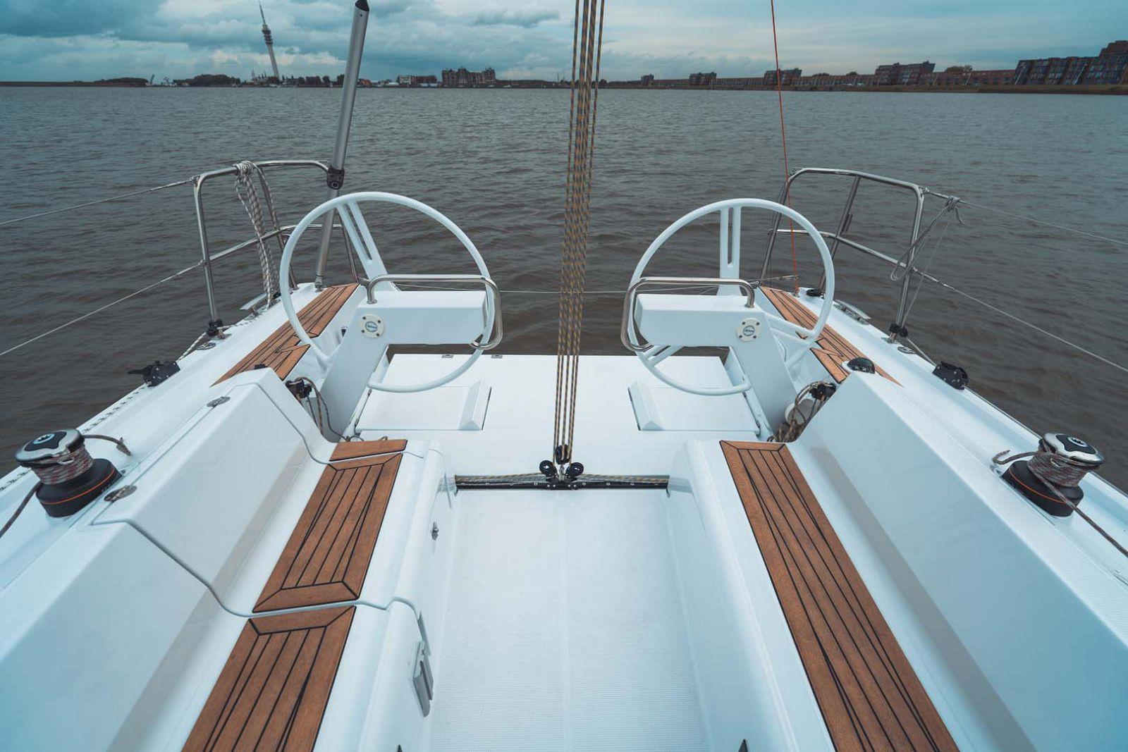 Elan-Yachts-E3-Sailboat-Helm