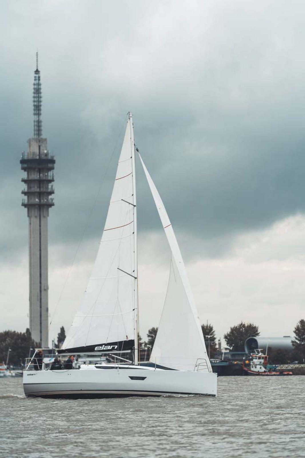 Elan-Yachts-E3-Sailboat-Mast