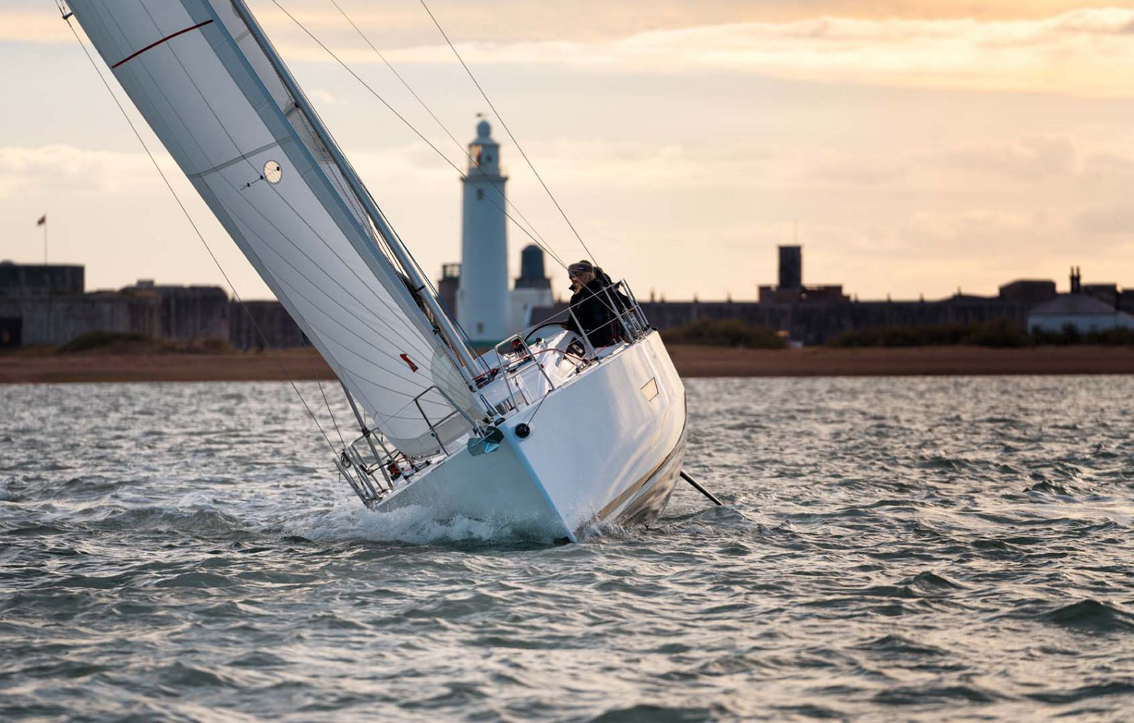 Elan-Yachts-E4-Sailboat-Running