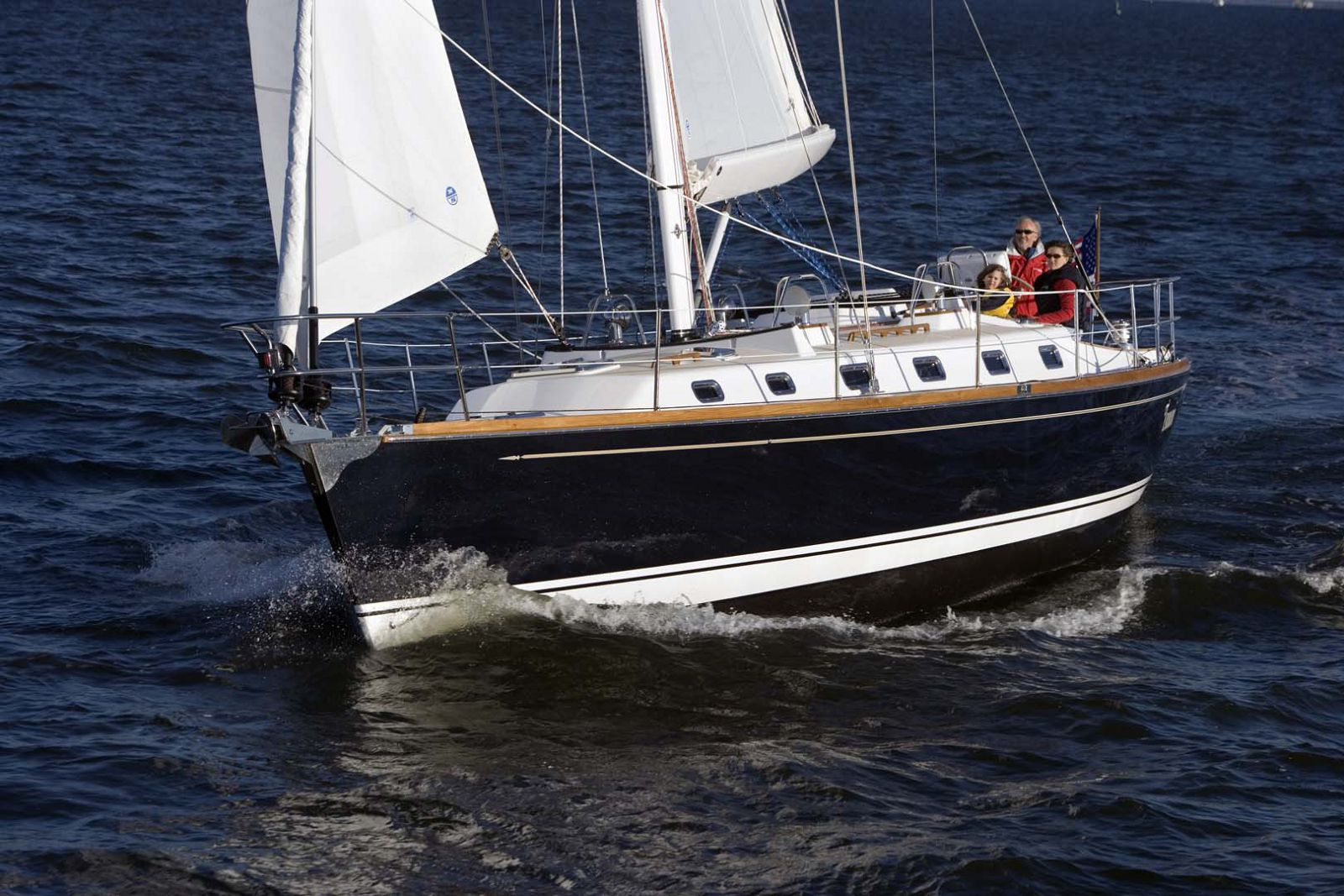 Tartan-Yachts-4300-Sailboat-Profile