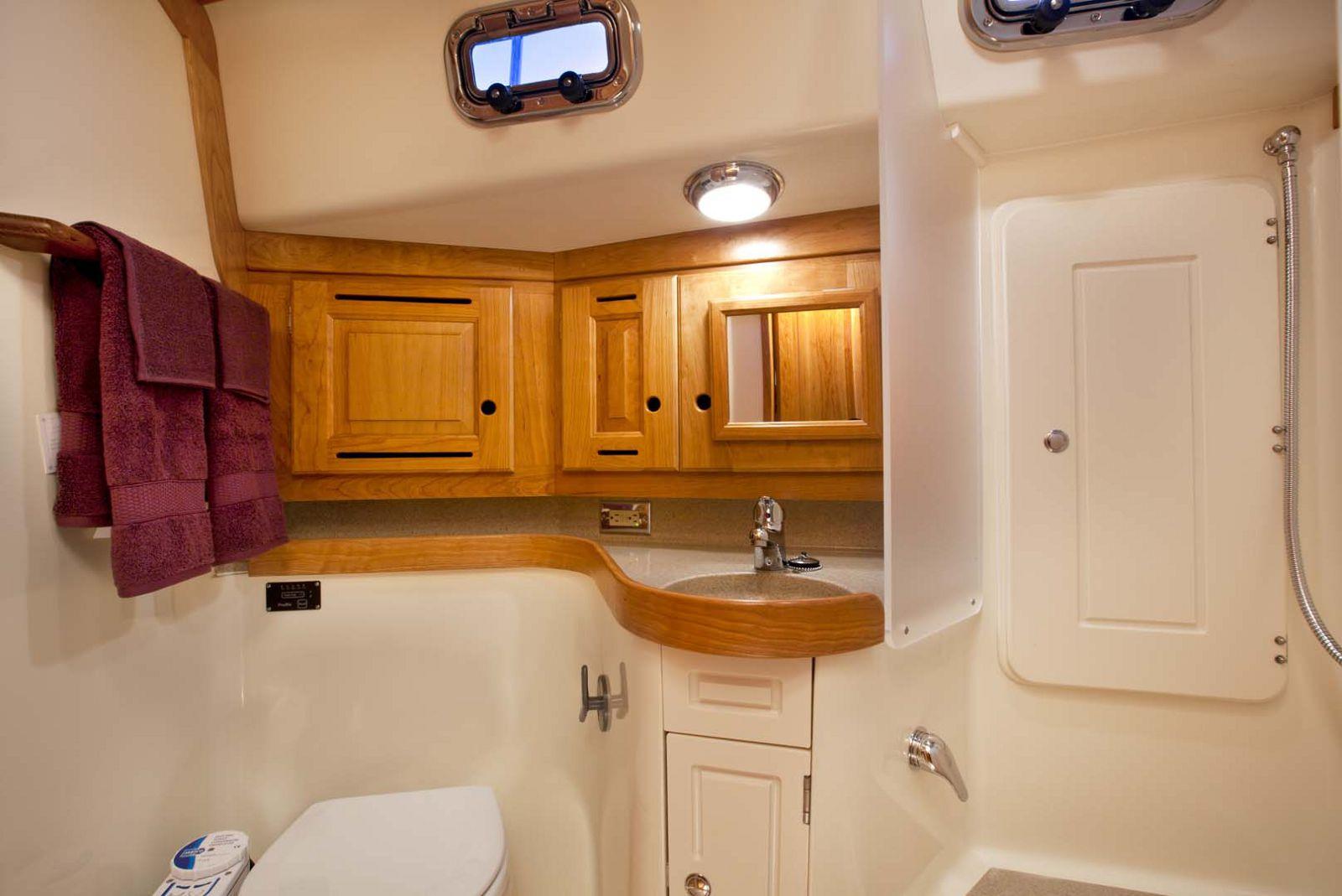 Tartan-Yachts-4000-Sailboat-cabin