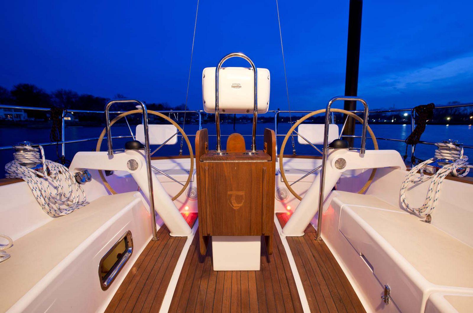 Tartan-Yachts-4000-Sailboat-steering