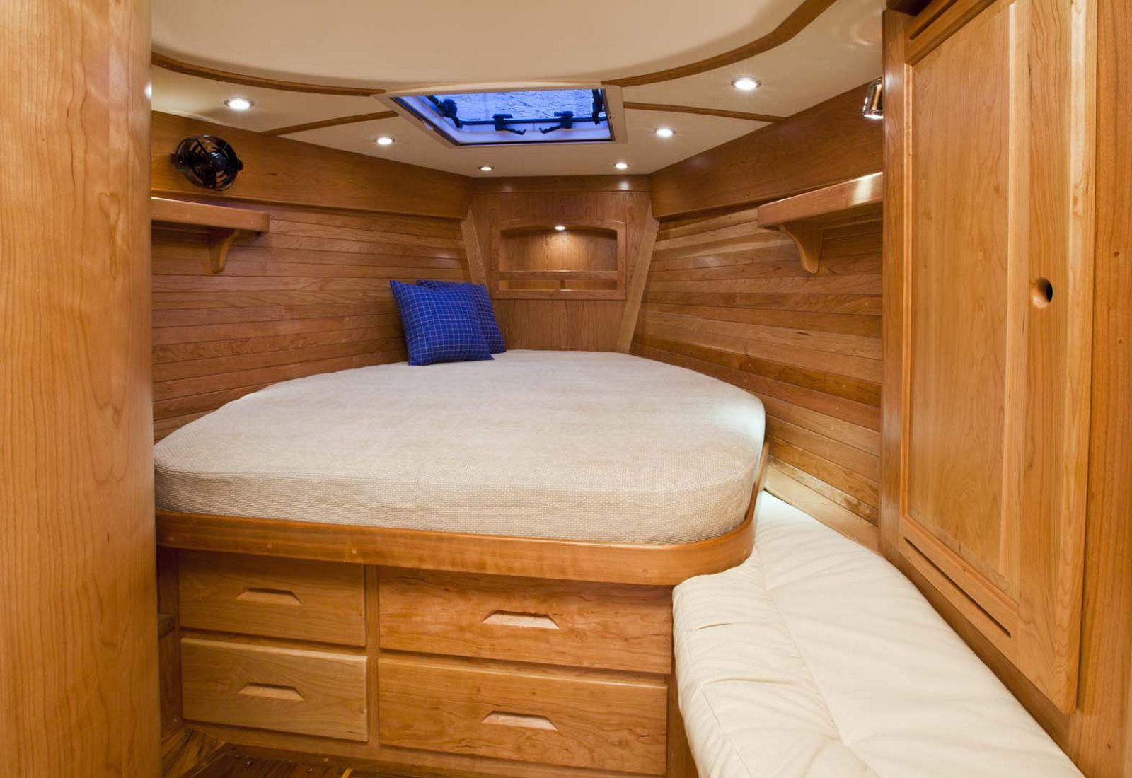 Tartan-Yachts-4000-Sailboat-stateroom