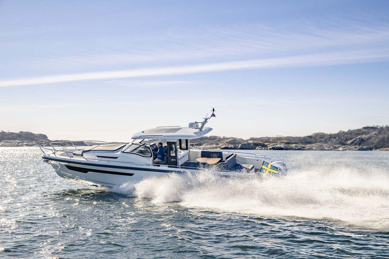 T11 Nimbus Boat Fast